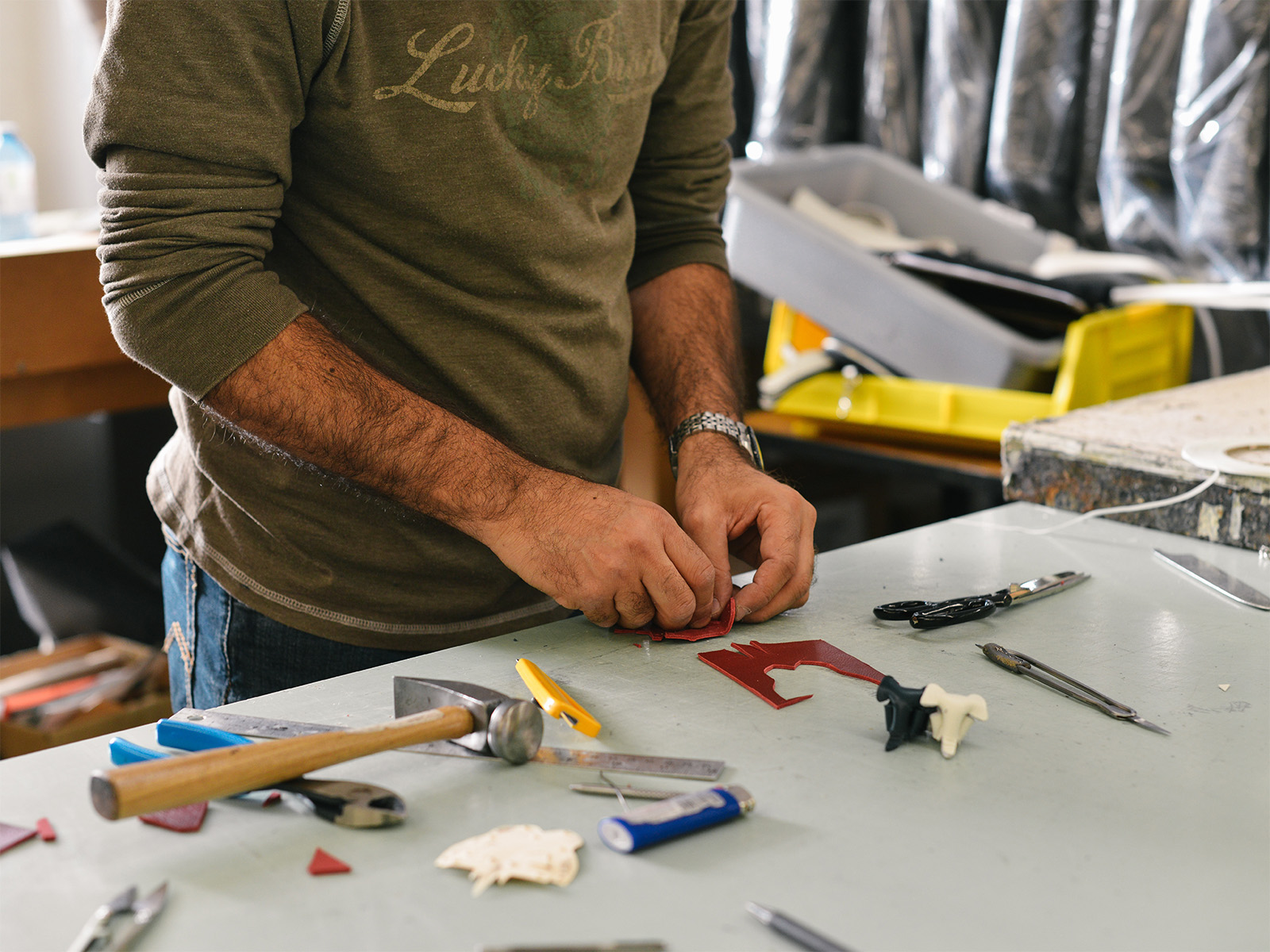 Handyman services in London, woodwork, electrics, kitchen appliances assembling, lighting, plumbing, wallpapering, switch installs